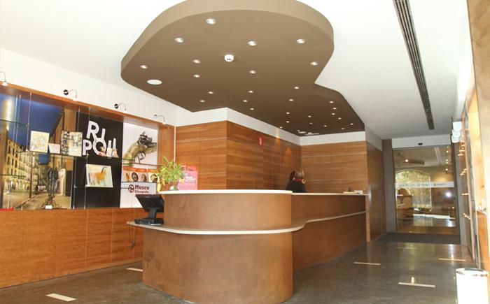 Oficina de turismo ripoll pam projectes for Oficina objetos perdidos barcelona